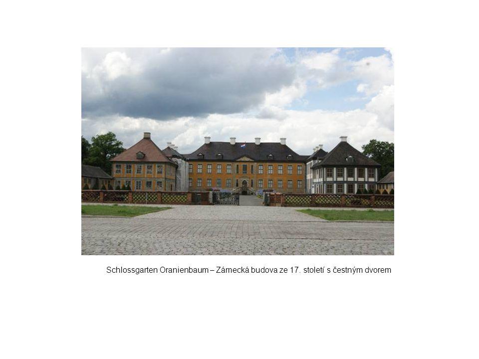Schlossgarten Oranienbaum – Zámecká budova ze 17. století s čestným dvorem