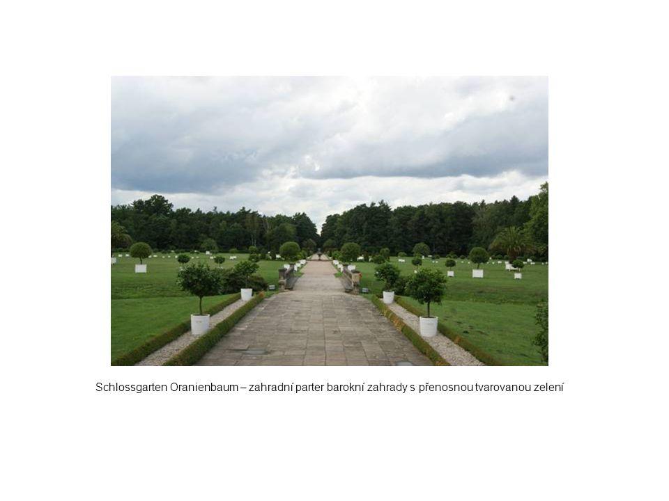 Schlossgarten Oranienbaum – zahradní parter barokní zahrady s přenosnou tvarovanou zelení