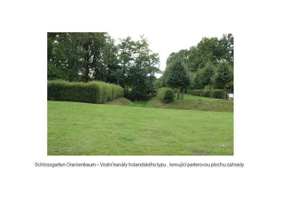Schlossgarten Oranienbaum – Vodní kanály holandského typu, lemující parterovou plochu zahrady