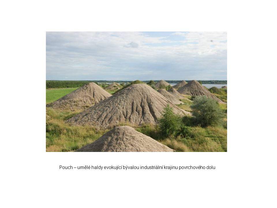 Pouch – umělé haldy evokující bývalou industriální krajinu povrchového dolu