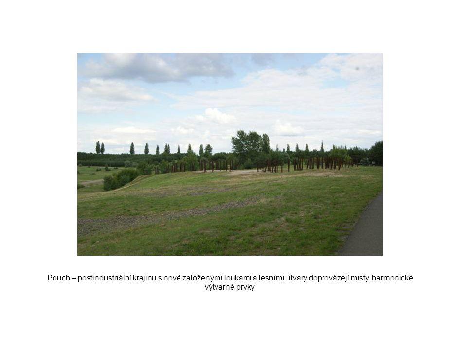 Pouch – postindustriální krajinu s nově založenými loukami a lesními útvary doprovázejí místy harmonické výtvarné prvky