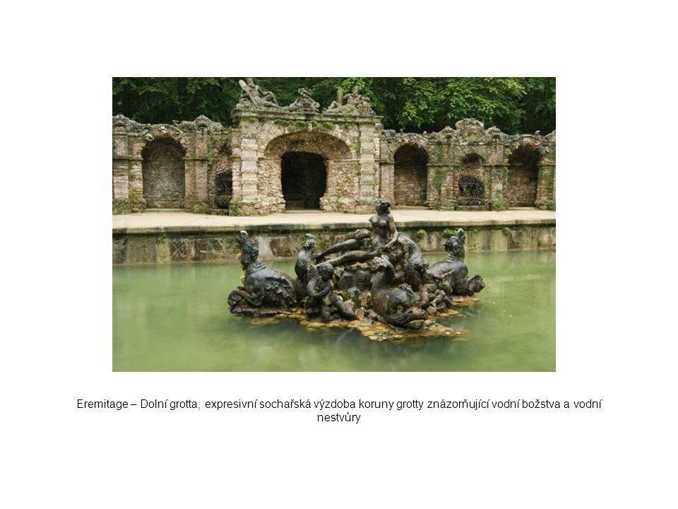Eremitage – Dolní grotta, expresivní sochařská výzdoba koruny grotty znázorňující vodní božstva a vodní nestvůry
