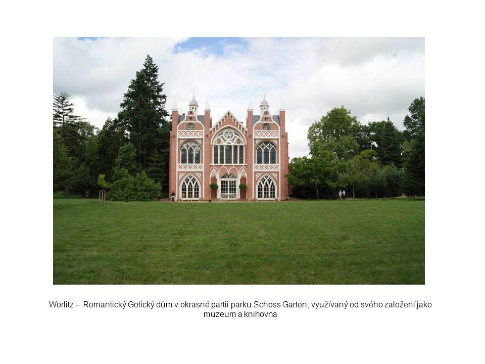 Wörlitz – Romantický Gotický dům v okrasné partii parku Schoss Garten, využívaný od svého založení jako muzeum a knihovna