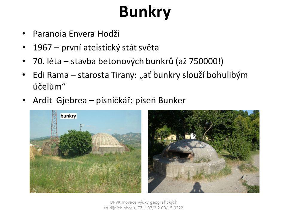 """Bunkry Paranoia Envera Hodži 1967 – první ateistický stát světa 70. léta – stavba betonových bunkrů (až 750000!) Edi Rama – starosta Tirany: """"ať bunkr"""
