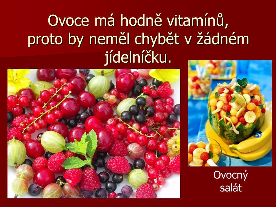 Ovoce má hodně vitamínů, proto by neměl chybět v žádném jídelníčku. Ovocný salát