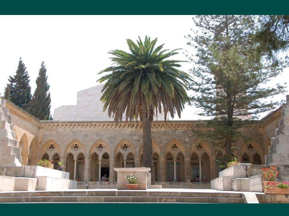 Kostel Pater Noster, postavený podle křesťanské tradice na místě, jeskyně kde Ježíš pobýval se svými učedníky. Kostel Pater Noster, postavený podle kř
