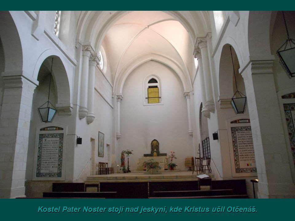 Kostel Pater Nosterstojí nad jeskyní, kde Kristus učil Otčenáš.