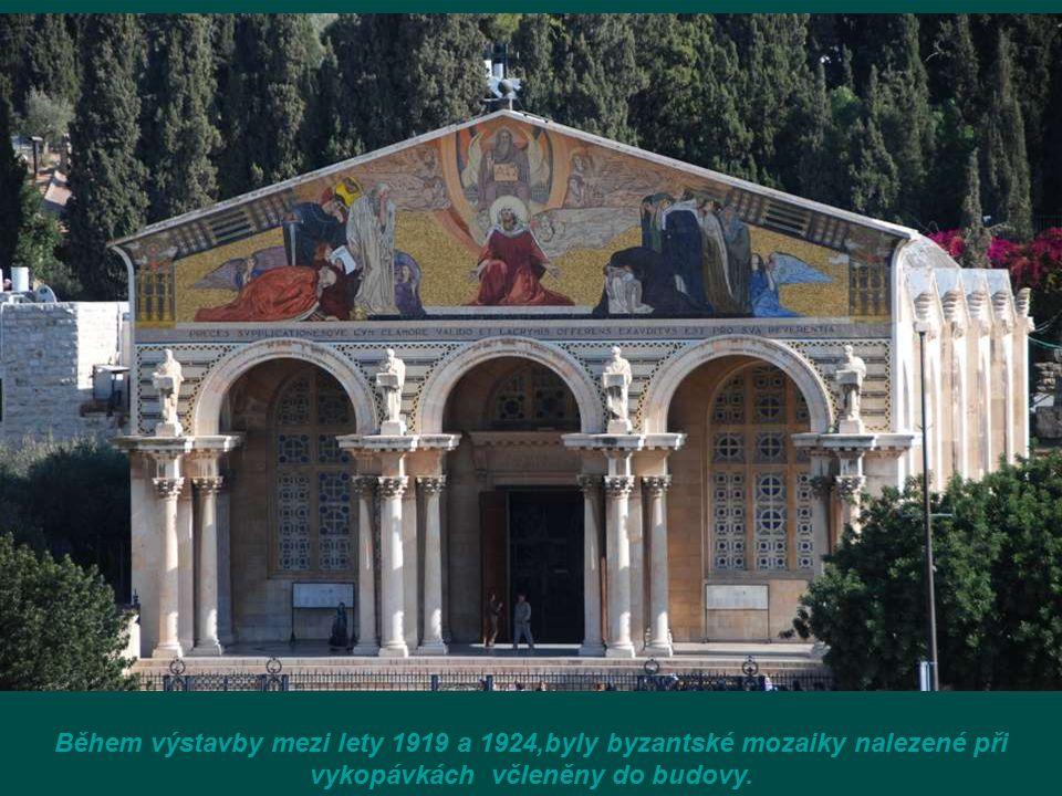 Bazilika Utrpení (de l'Agonie) v zahradě Getsemanské (Kostel Všech národů), místo, kde se Ježíš modlil sám v zahradě, v noci jeho zatčení.