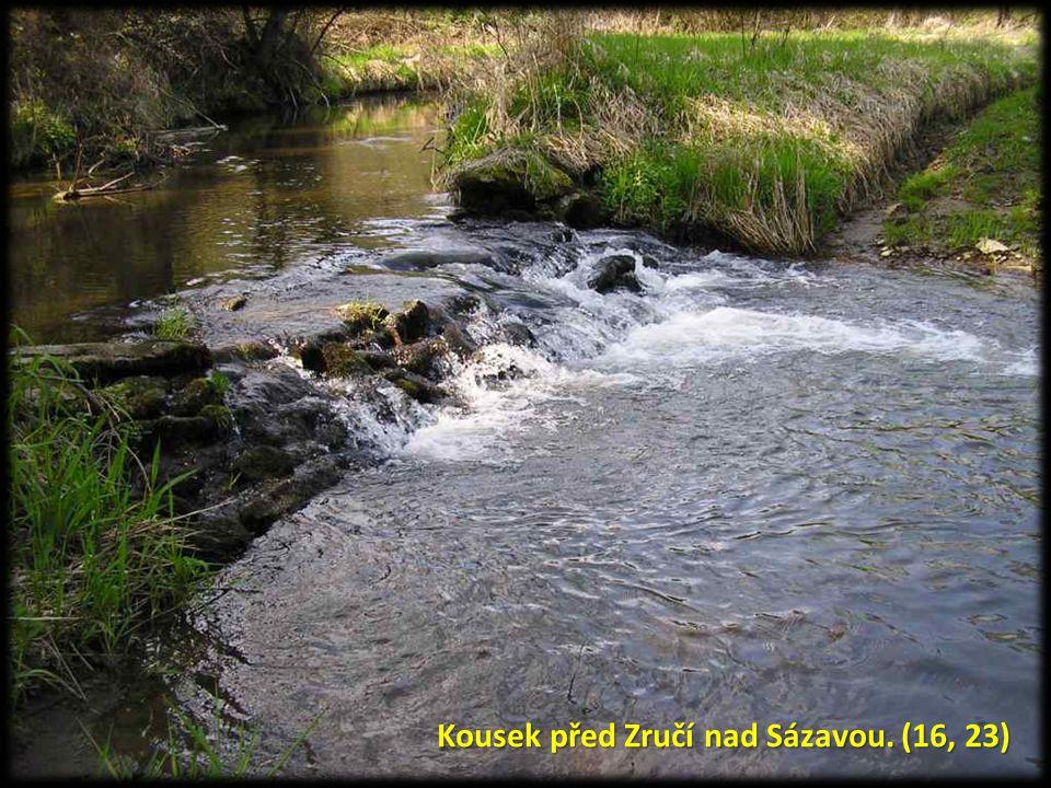 Kousek před Zručí nad Sázavou. (16, 23)