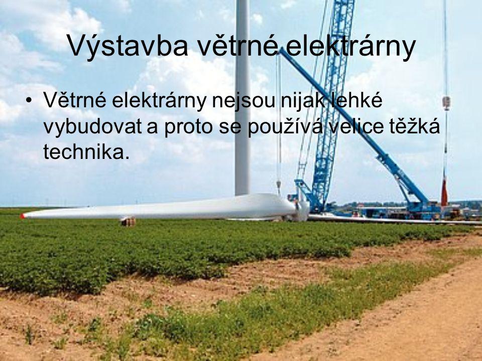 Výstavba větrné elektrárny Větrné elektrárny nejsou nijak lehké vybudovat a proto se používá velice těžká technika.