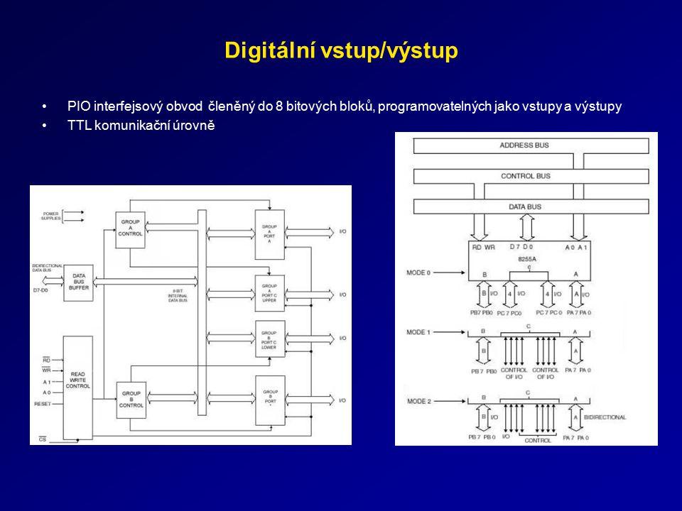 Digitální vstup/výstup PIO interfejsový obvod členěný do 8 bitových bloků, programovatelných jako vstupy a výstupy TTL komunikační úrovně