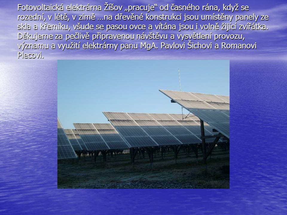 """Fotovoltaická elektrárna Žíšov """"pracuje"""" od časného rána, když se rozední, v létě, v zimě …na dřevěné konstrukci jsou umístěny panely ze skla a křemík"""