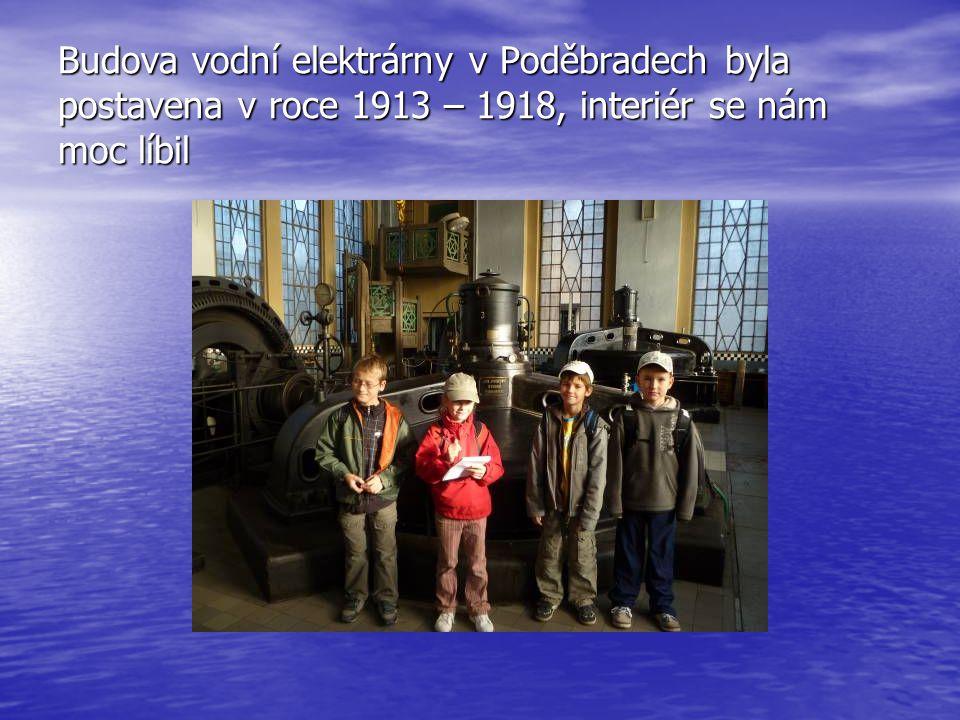 Budova vodní elektrárny v Poděbradech byla postavena v roce 1913 – 1918, interiér se nám moc líbil