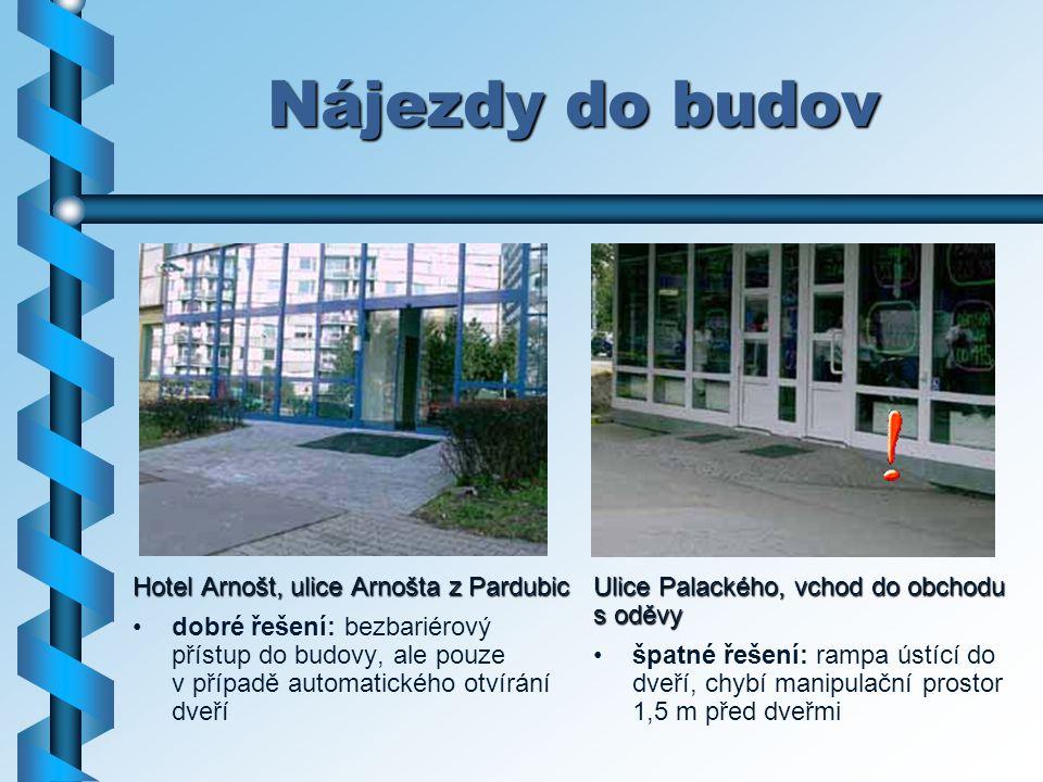 Nájezdy do budov Hotel Arnošt, ulice Arnošta z Pardubic dobré řešení: bezbariérový přístup do budovy, ale pouze v případě automatického otvírání dveří