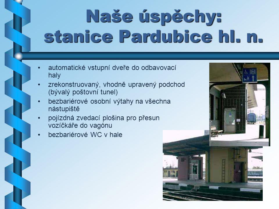 Naše úspěchy: stanice Pardubice hl. n. automatické vstupní dveře do odbavovací haly zrekonstruovaný, vhodně upravený podchod (bývalý poštovní tunel) b