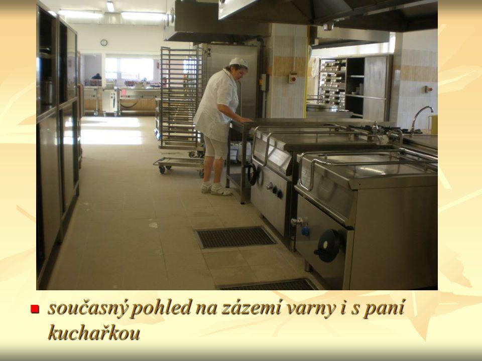 současný pohled na zázemí varny i s paní kuchařkou současný pohled na zázemí varny i s paní kuchařkou