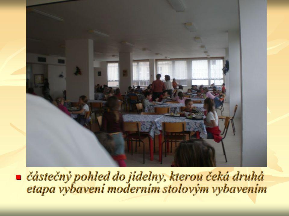 částečný pohled do jídelny, kterou čeká druhá etapa vybavení moderním stolovým vybavením částečný pohled do jídelny, kterou čeká druhá etapa vybavení