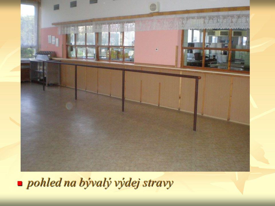 i pedagogické mu sboru chutná v částečně vybavené jídelně i pedagogické mu sboru chutná v částečně vybavené jídelně