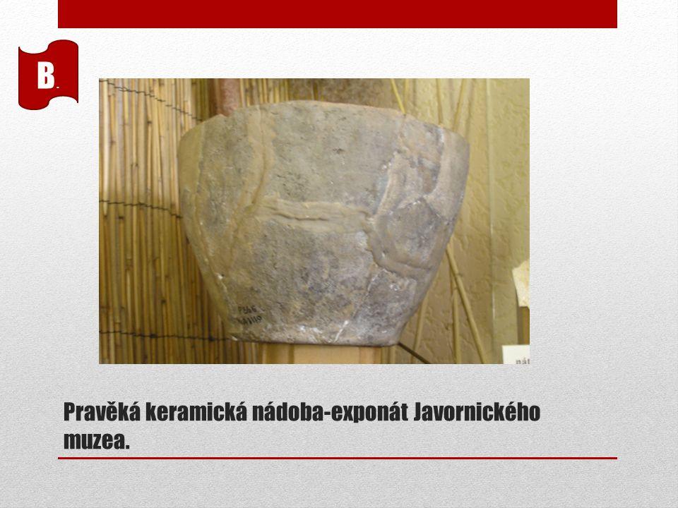 Pravěká keramická nádoba-exponát Javornického muzea. B.B.