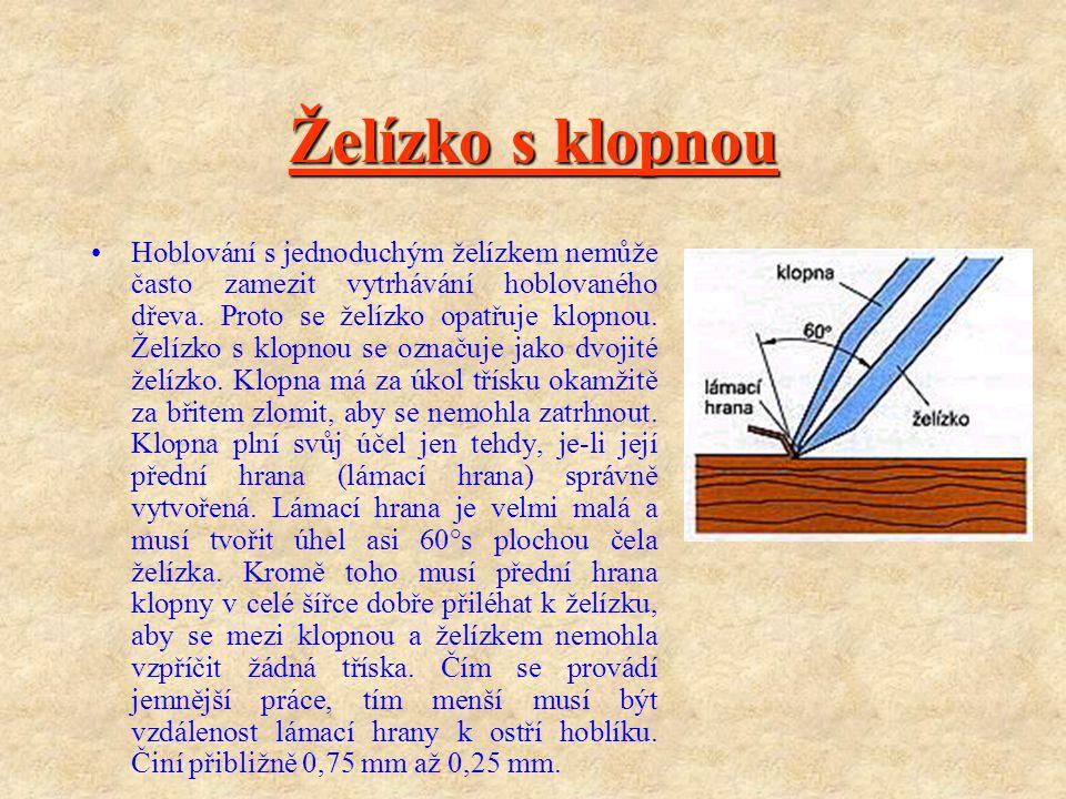 Želízko s klopnou Hoblování s jednoduchým želízkem nemůže často zamezit vytrhávání hoblovaného dřeva.