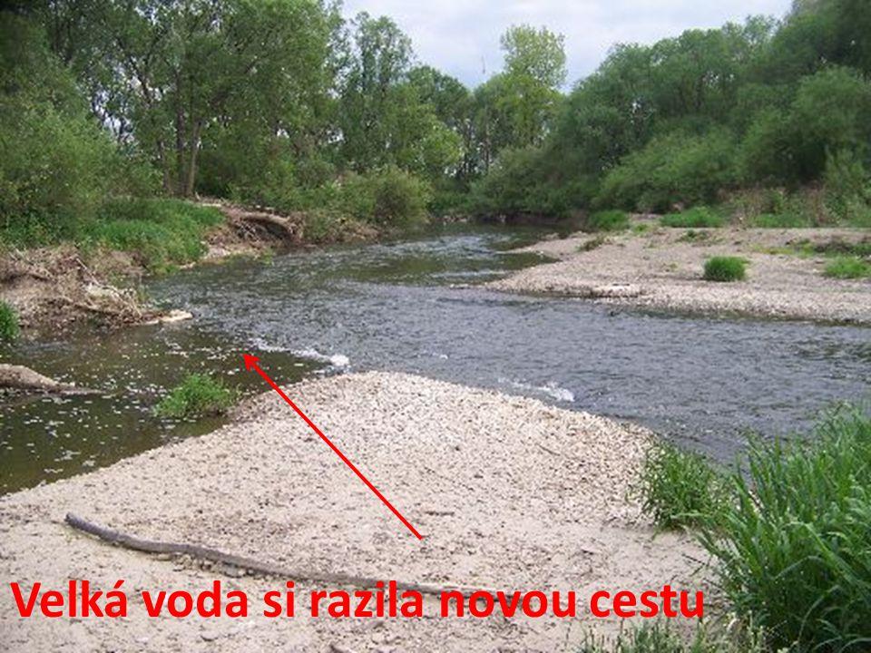 Velká voda si razila novou cestu