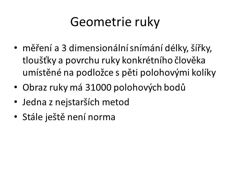 Geometrie ruky měření a 3 dimensionální snímání délky, šířky, tloušťky a povrchu ruky konkrétního člověka umístěné na podložce s pěti polohovými kolík