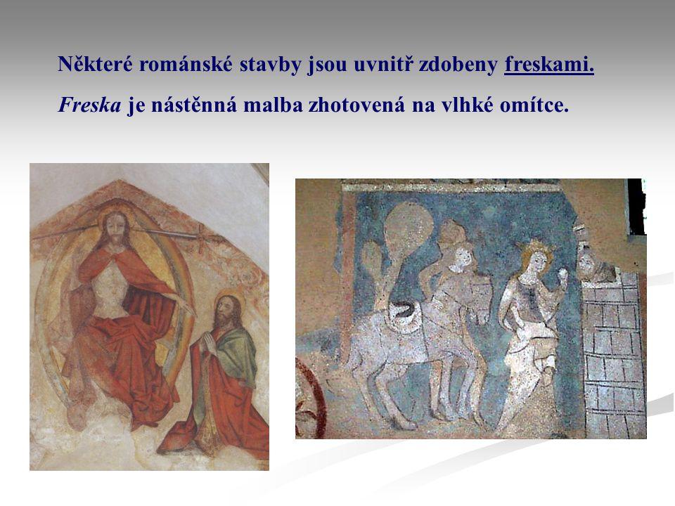 Některé románské stavby jsou uvnitř zdobeny freskami. Freska je nástěnná malba zhotovená na vlhké omítce.