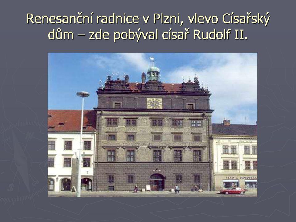 Renesanční radnice v Plzni, vlevo Císařský dům – zde pobýval císař Rudolf II.
