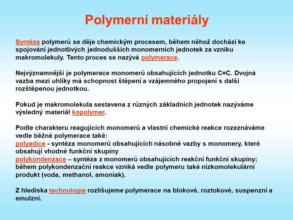 Polymerní materiály Syntéza polymerů se děje chemickým procesem, během něhož dochází ke spojování jednotlivých jednodušších monomerních jednotek za vz