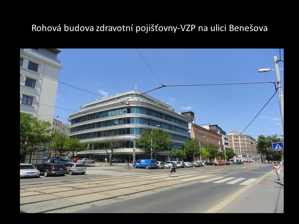 Nový další pohled na rohovou budovu na ulici Benešova
