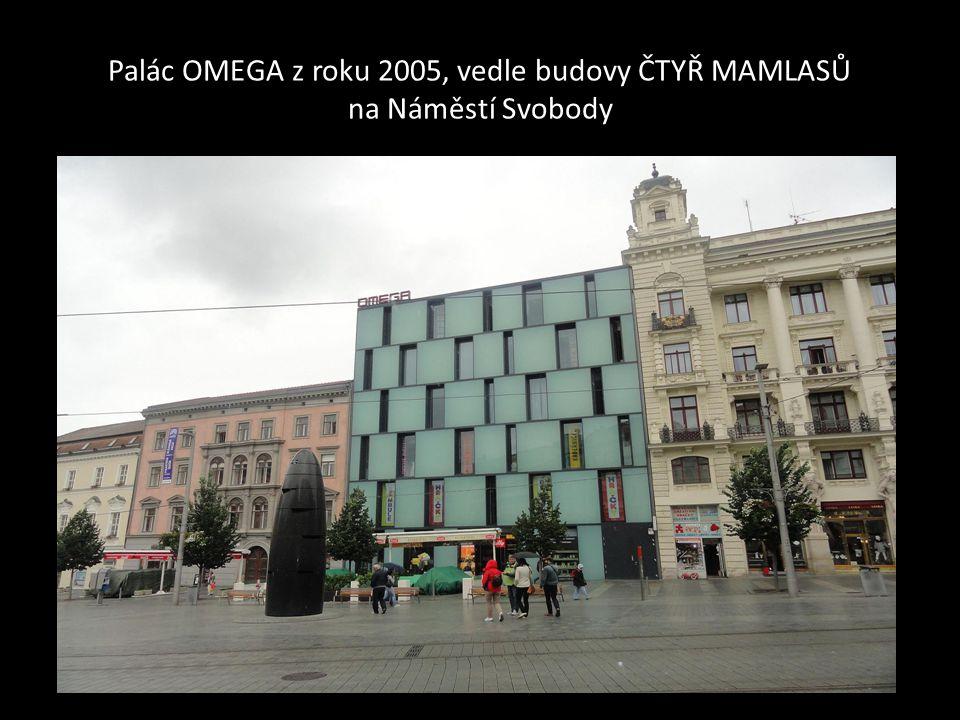 Palác OMEGA z roku 2005, vedle budovy ČTYŘ MAMLASŮ na Náměstí Svobody