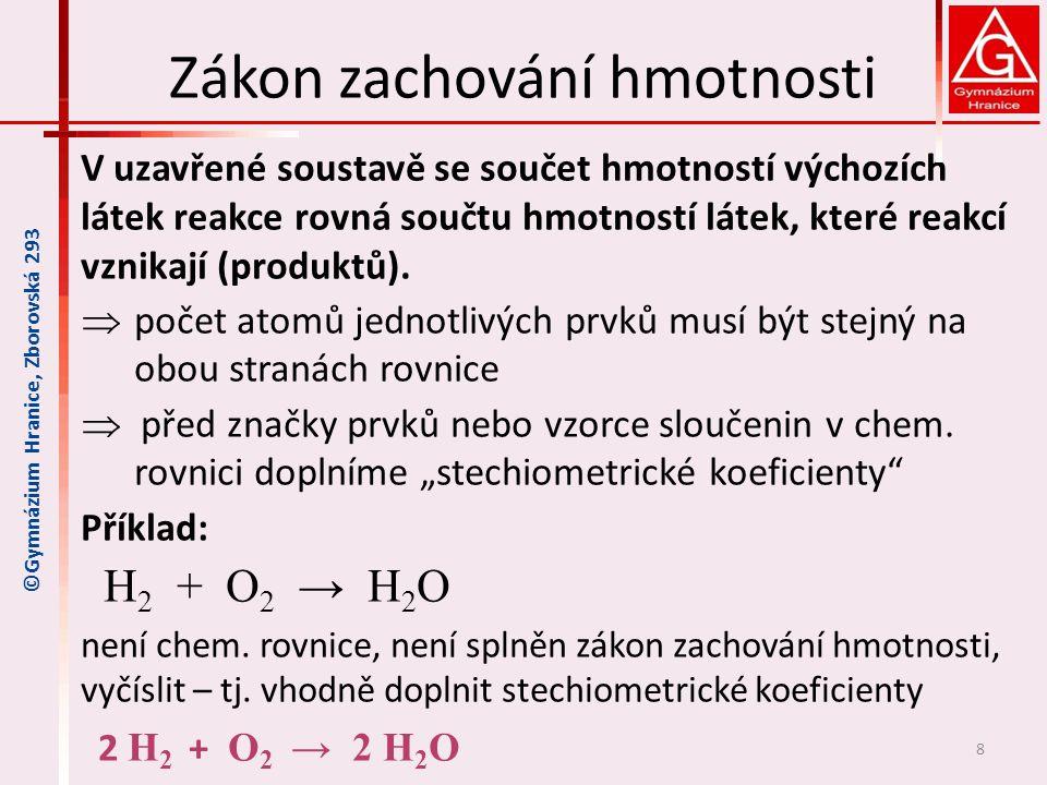 Zákon zachování hmotnosti V uzavřené soustavě se součet hmotností výchozích látek reakce rovná součtu hmotností látek, které reakcí vznikají (produktů).