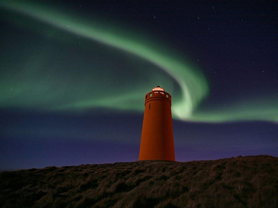 Aurore North & South Polární záře je název pro světelné úkazy nastávající v atmosféře ve výškách od 80 do 1000 km, nejčastěji ve 100 km.