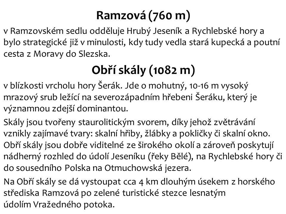 Ramzová (760 m) v Ramzovském sedlu odděluje Hrubý Jeseník a Rychlebské hory a bylo strategické již v minulosti, kdy tudy vedla stará kupecká a poutní cesta z Moravy do Slezska.