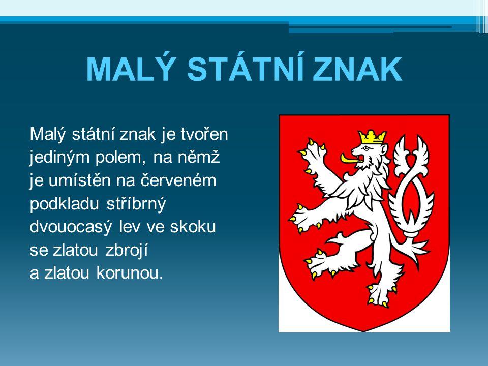 MALÝ STÁTNÍ ZNAK Malý státní znak je tvořen jediným polem, na němž je umístěn na červeném podkladu stříbrný dvouocasý lev ve skoku se zlatou zbrojí a