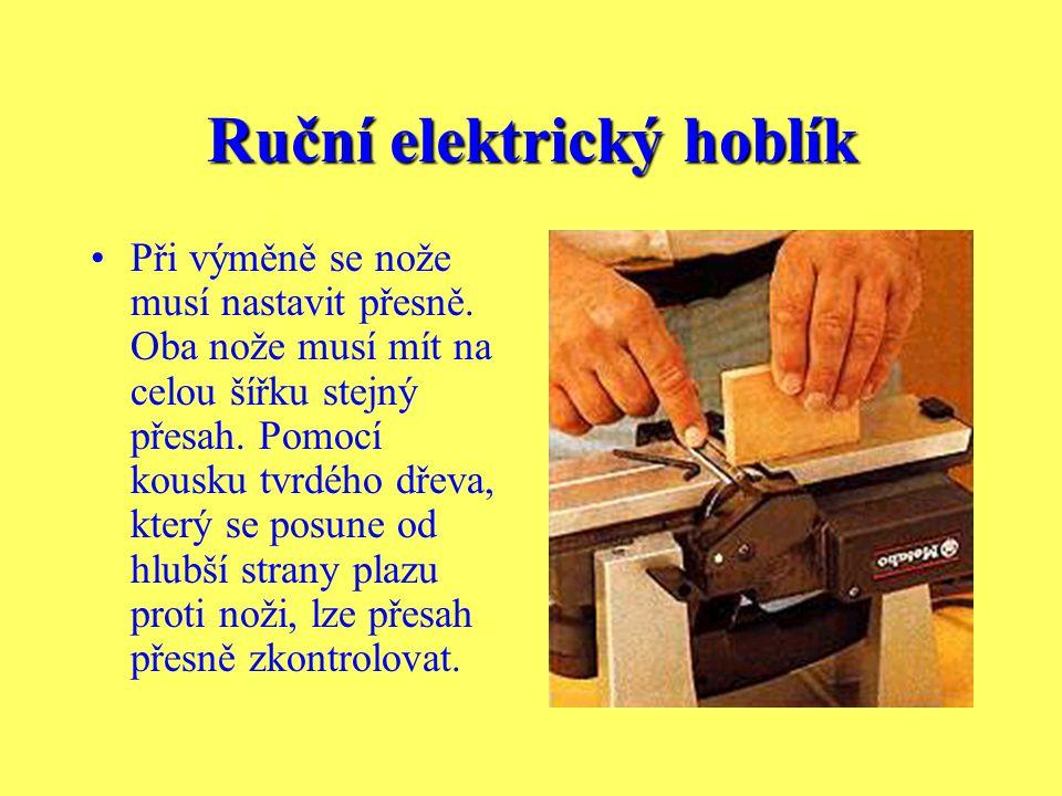Ruční elektrický hoblík Podávání,které lze snadno zhotovit z rukojeti a malého prkna, chrání před poraněním v případě, že hoblujete velmi malé kousky.