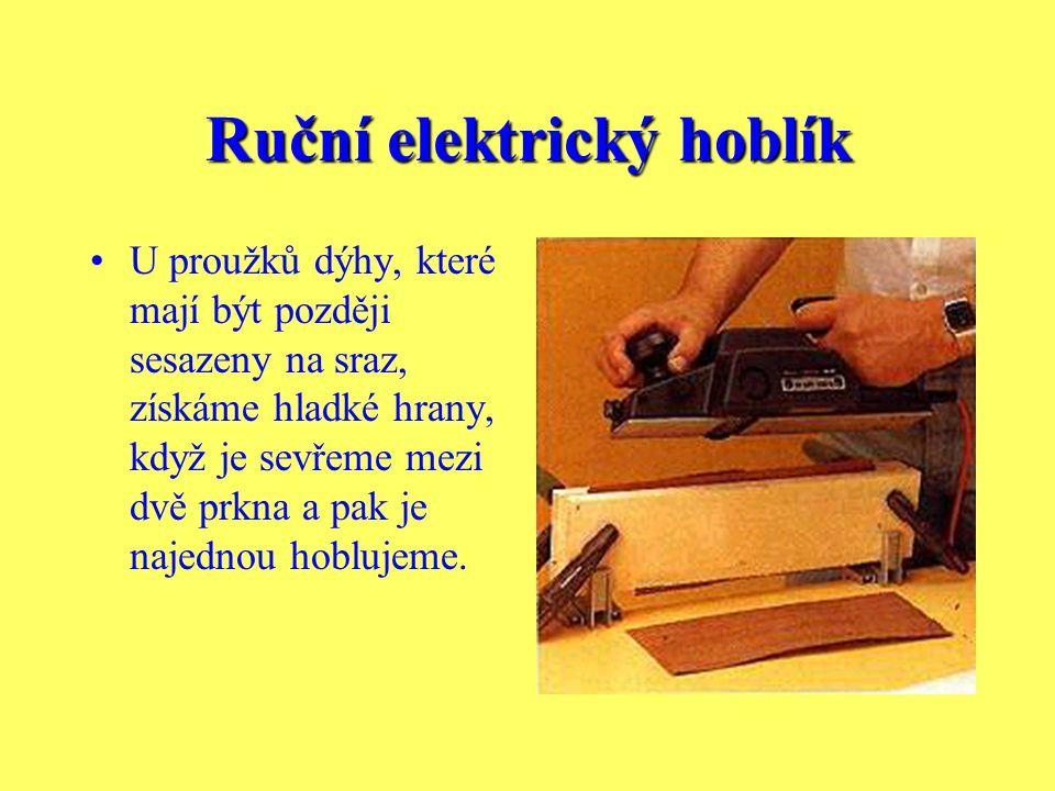 Ruční elektrický hoblík Vodící lišta zaručuje pravoúhlost hoblované hrany. Pokud je potřebné zkosení, lze ji nastavit do odpovídající polohy. Pro hobl