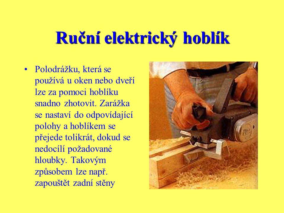 Ruční elektrický hoblík Profilovanými noži, které lze použít místo běžného nože, lze docílit rustikálního povrchu. Takovým způsobem můžete na povrchu