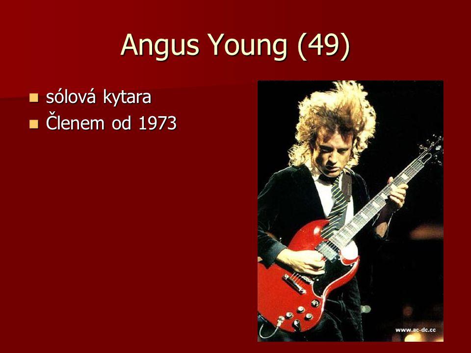 Angus Young (49) sólová kytara sólová kytara Členem od 1973 Členem od 1973
