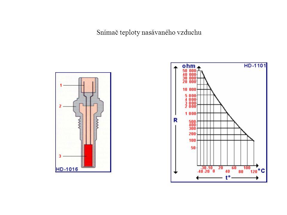 Snímač teploty nasávaného vzduchu umístěný v sacím potrubí.