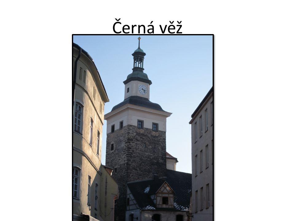 vstup do věže je až v polovině její výšky střežil se vstup do hradu (obranný charakter) Černá věž