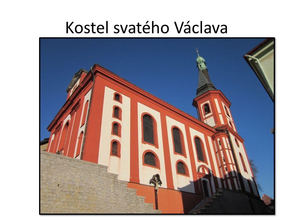Kostel svatého Václava první zmínky 1240 právo pro řád křižovníků s červenou hvězdou (založili špitál)
