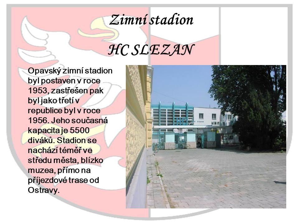 Zimní stadion HC SLEZAN Opavský zimní stadion byl postaven v roce 1953, zastřešen pak byl jako třetí v republice byl v roce 1956. Jeho současná kapaci