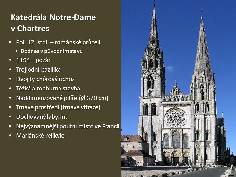 Katedrála Notre-Dame v Chartres Pol. 12. stol. – románské průčelí Pol. 12. stol. – románské průčelí Dodnes v původním stavu Dodnes v původním stavu 11