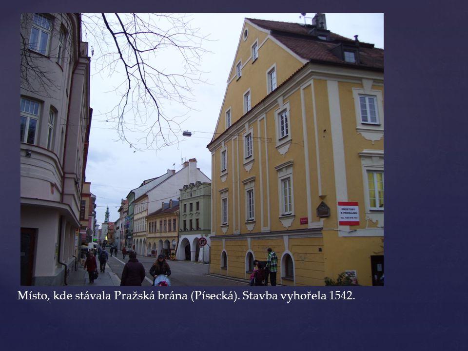 Masné krámy sem nařídil přesunout 1364 Karel VI.