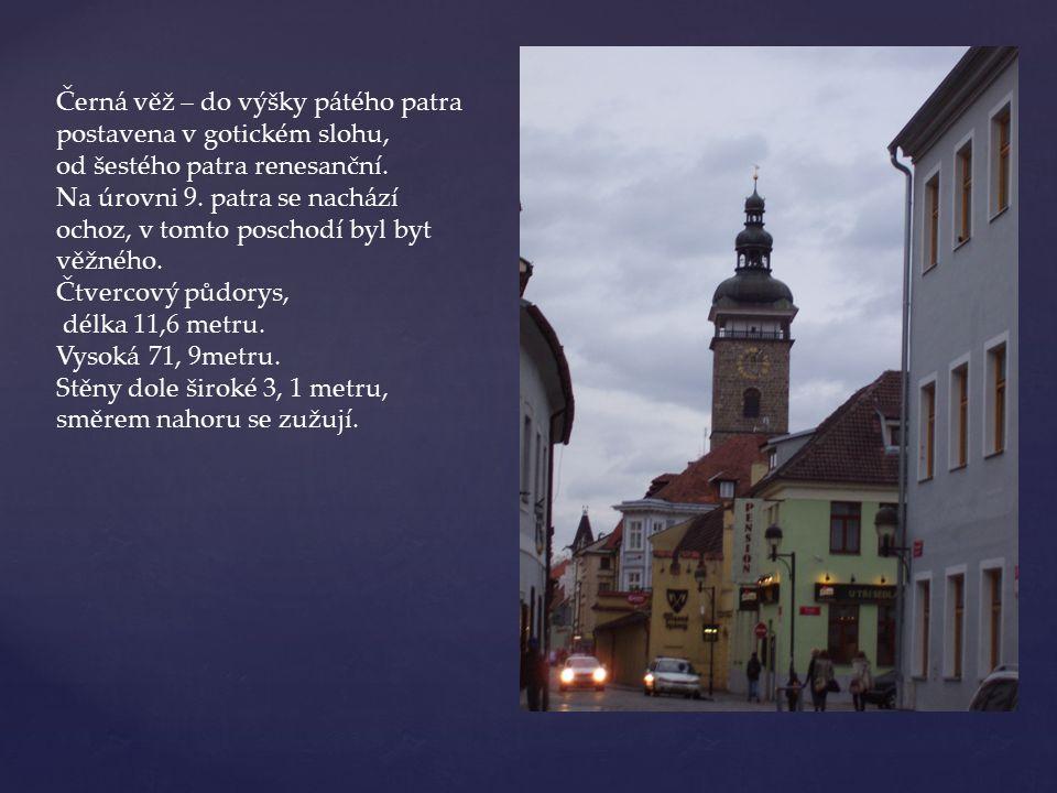 Barokní Samsonova kašna, postavená v letech 1721 – 1727. Jedna z největších svého druhu v Čechách.