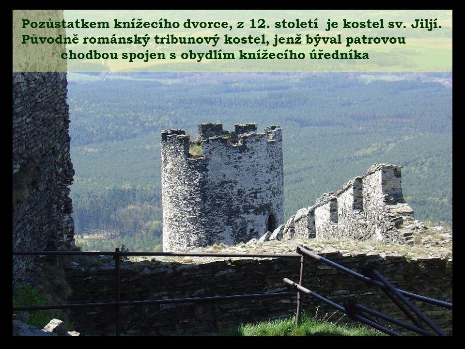 První hradní brána na Křížové cestě k hradu Bezděz