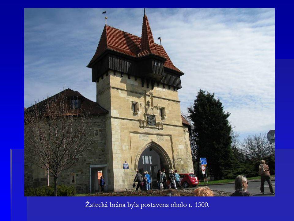 Žatecká brána byla postavena okolo r. 1500.