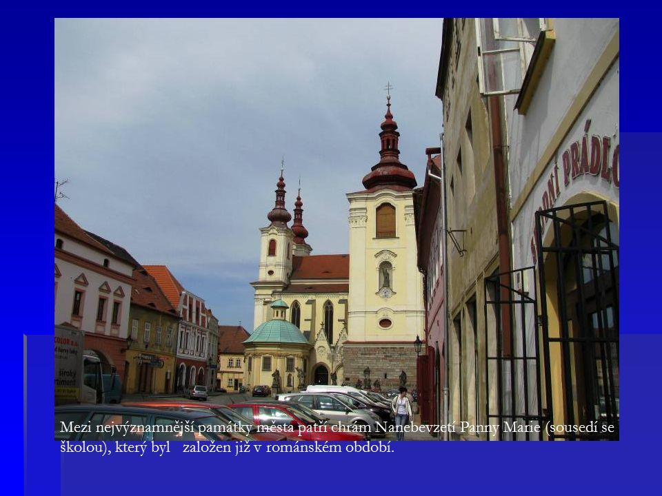 Mezi nejvýznamnější památky města patří chrám Nanebevzetí Panny Marie (sousedí se školou), který byl založen již v románském období.
