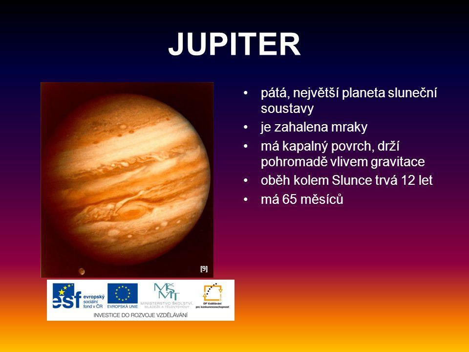 JUPITER pátá, největší planeta sluneční soustavy je zahalena mraky má kapalný povrch, drží pohromadě vlivem gravitace oběh kolem Slunce trvá 12 let má